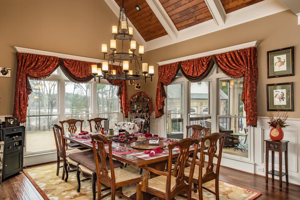1310-longwood-park-$1,387,000-clubside-living-oconee-springs-courtyard-homes-house-for-sale-georgia-club-athens-sarah-lee-realtor-breakfast-area-2.jpg