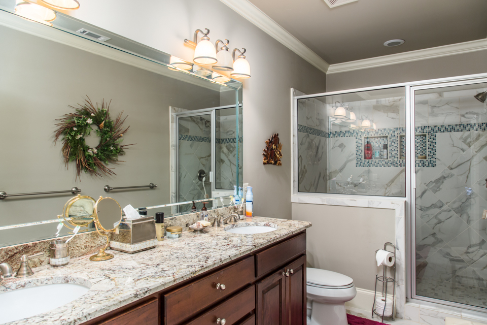1310-longwood-park-$1,387,000-clubside-living-oconee-springs-courtyard-homes-house-for-sale-georgia-club-athens-sarah-lee-realtor-bathroom-4.jpg