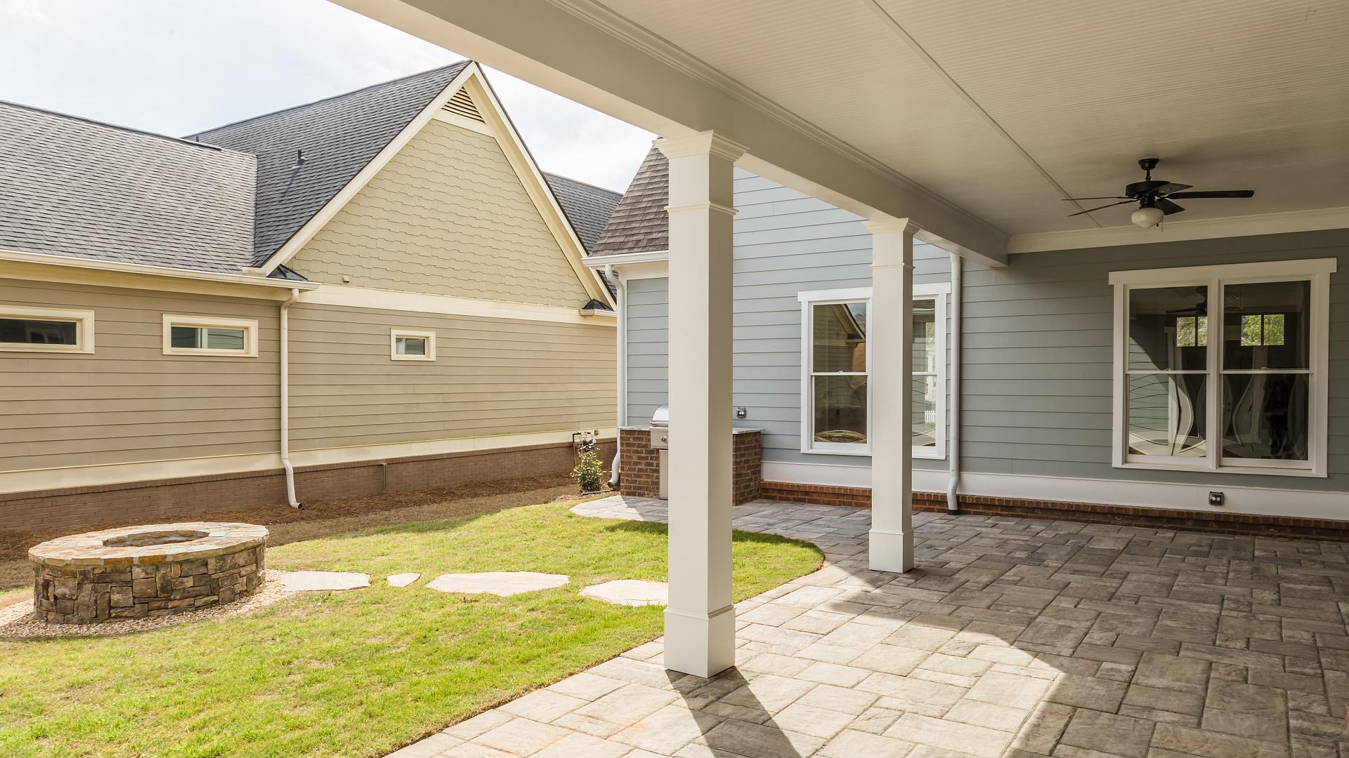 1680 Greenleffe Courtyard 2 -56979.jpg