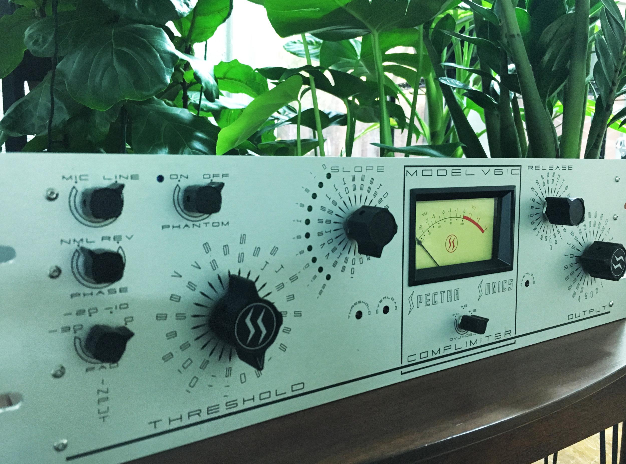 Spectra-Sonics-V610.jpg
