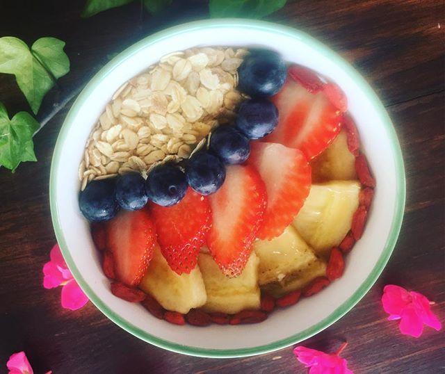Breakfast smoothie bowls!! Handmade by @joey__yoga and @diang22. #veganmatters #vegan #yogaretreats #yogaflow #vegantreats #veganrecipes #yogadailypractice #ibiza #smoothie #yogalondon #yogamunich #yogigram #igtravel #digitalnomad #brekkie