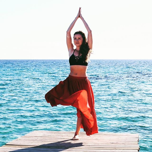 Yoga Affirmations and 5 Minute Yoga Meditation Day 16 of 21 👯♀️ I am guided by inner wisdom❤️ 👯♀️ Find a quiet place🤫 Take a deep breath in. Exhale Close your 👀  From being very small we all had that inner wisdom that spoke to us. 🤸♂️My grandmother doesn't like me 🤸♂️I wish my mother wouldn't lie 🤸♂️Stealing those cookies/biscuits/🍫 chocolate doesn't feel right 🤸♂️I am sure that man doesn't have good intentions A lot of sense for children to figure out and understand. 😉But that was then layered by your mum explaining that it was actually ok to lie. 😉That you had to be nice to your grandmother whatever because she has money and would be leaving it to you one day. 😉That stealing a cookie was kind of ok as long as you didn't  tell your brother where they were hidden. 😉That the man you didn't like was about to become your stepfather.... BUT still the inner voice knew that wasn't ok. Your inner wisdom still tried to shine through. 👯♀️ Let those layers of untruths  fall away and your true honest and authentic wisdom come out. Feel free to sense those feelings. Take a deep breath inhale. Exhale. Smile. Open your 👀 Come back to yourself 🙏 I am guided by inner wisdom❤️ Of course you are every day. 🙏 #wisdom#inner#innerpeace #innervoice #meditations #treepose #yogaretreat #yogis#ibiza#ibizabeach#balanced @joey_yoga