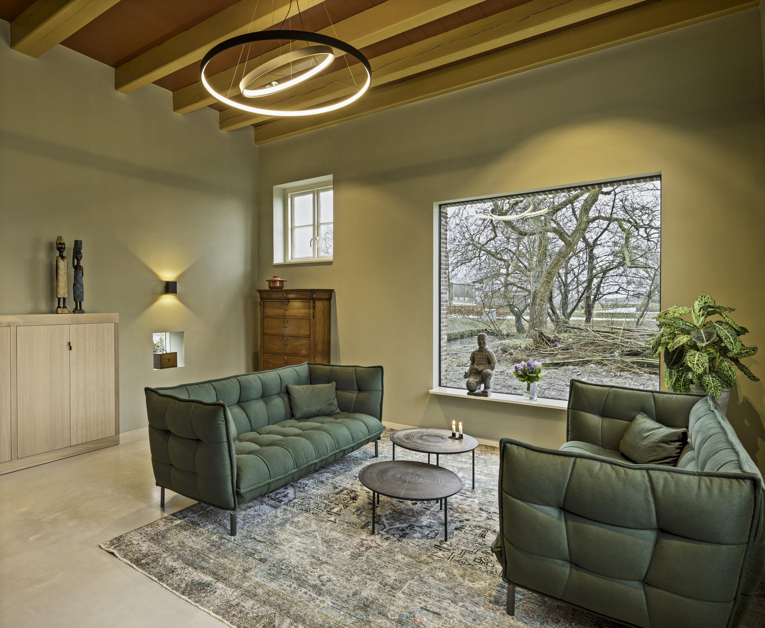 Modern raam in woonkamer
