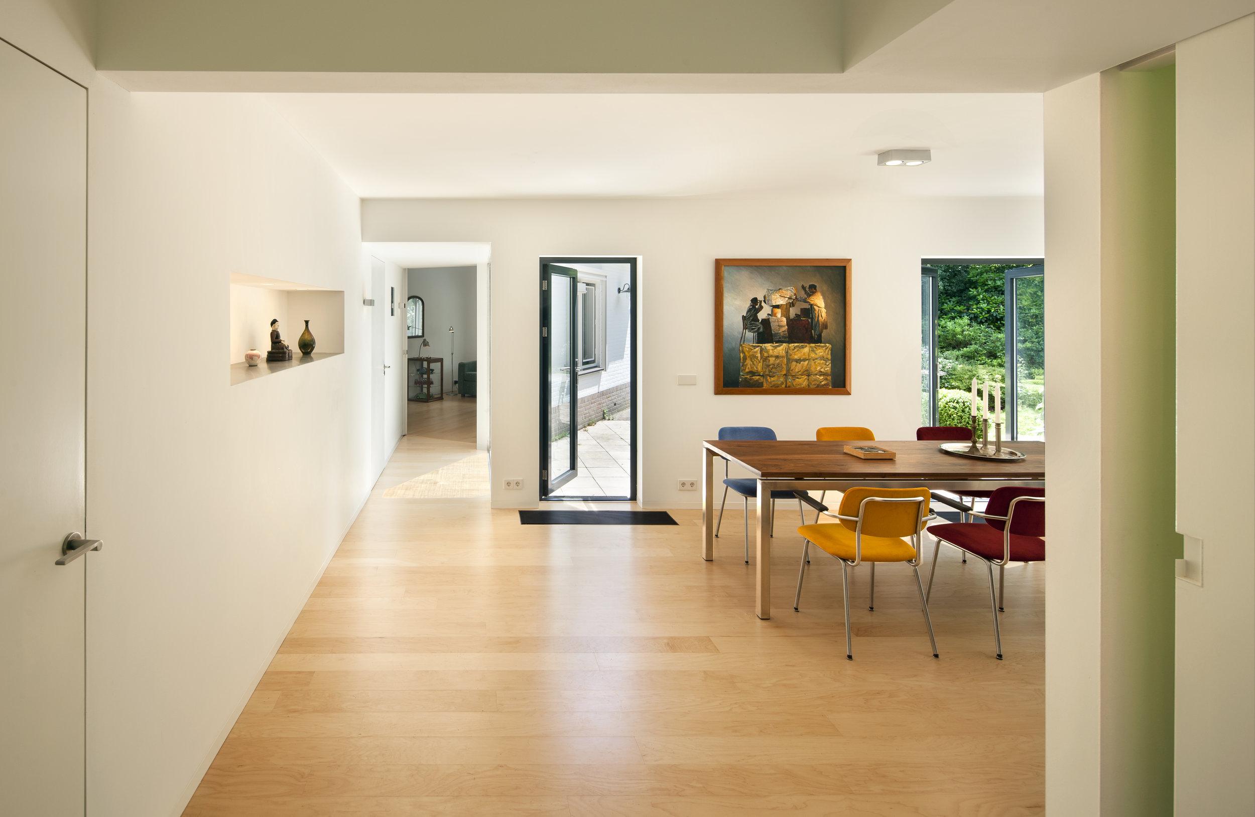 Interieur woonkamer villa Huis ter Heide detail binnendeur kozijnloos