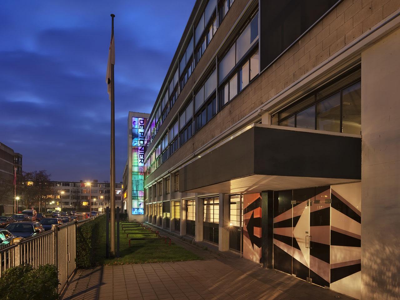 Pionier Utrecht lichtreclame met ledverlichting + dazzle grafisch ontwerp, Koduijn
