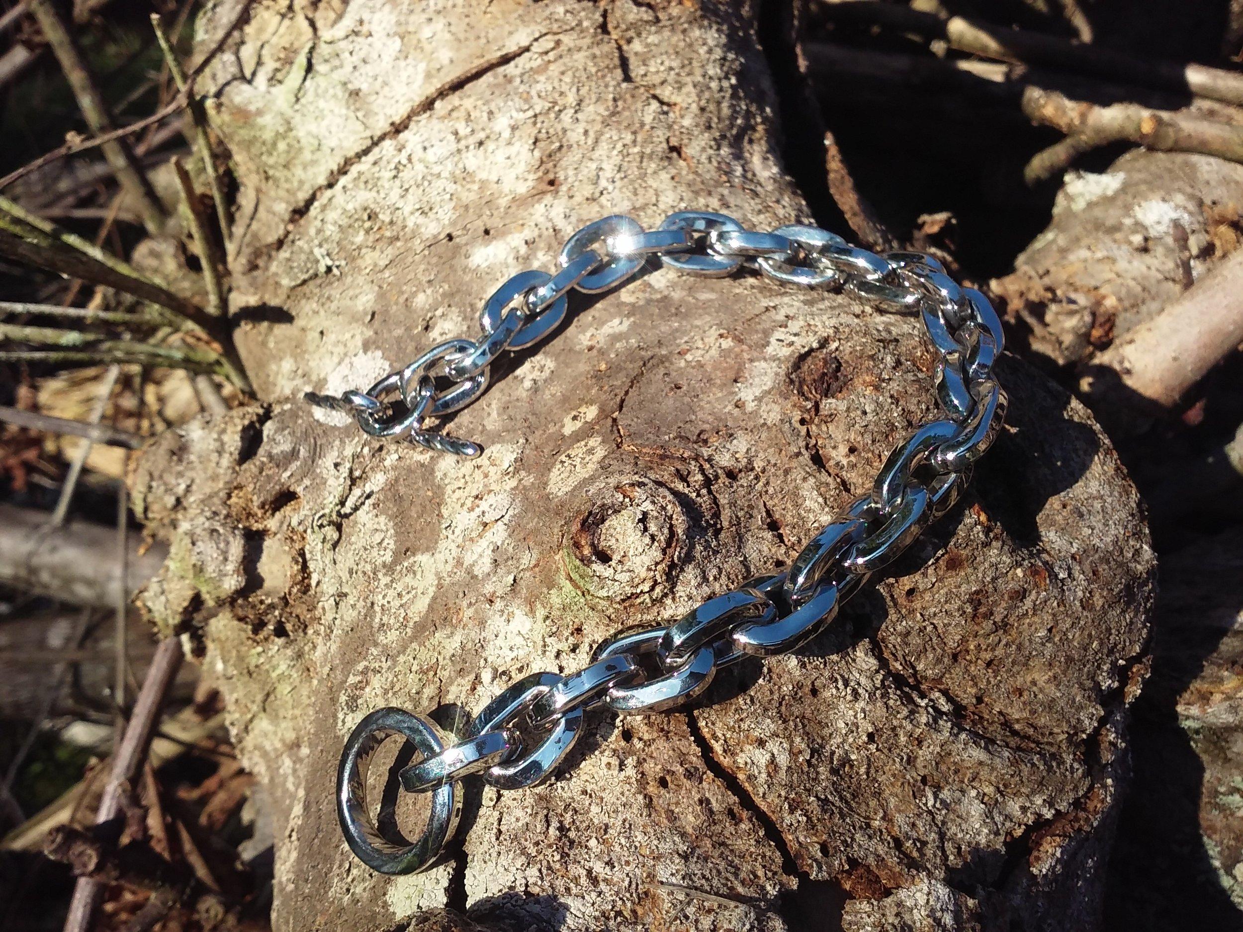 Lynn Breaux, Jewelry   http://lynnsmetalart.com