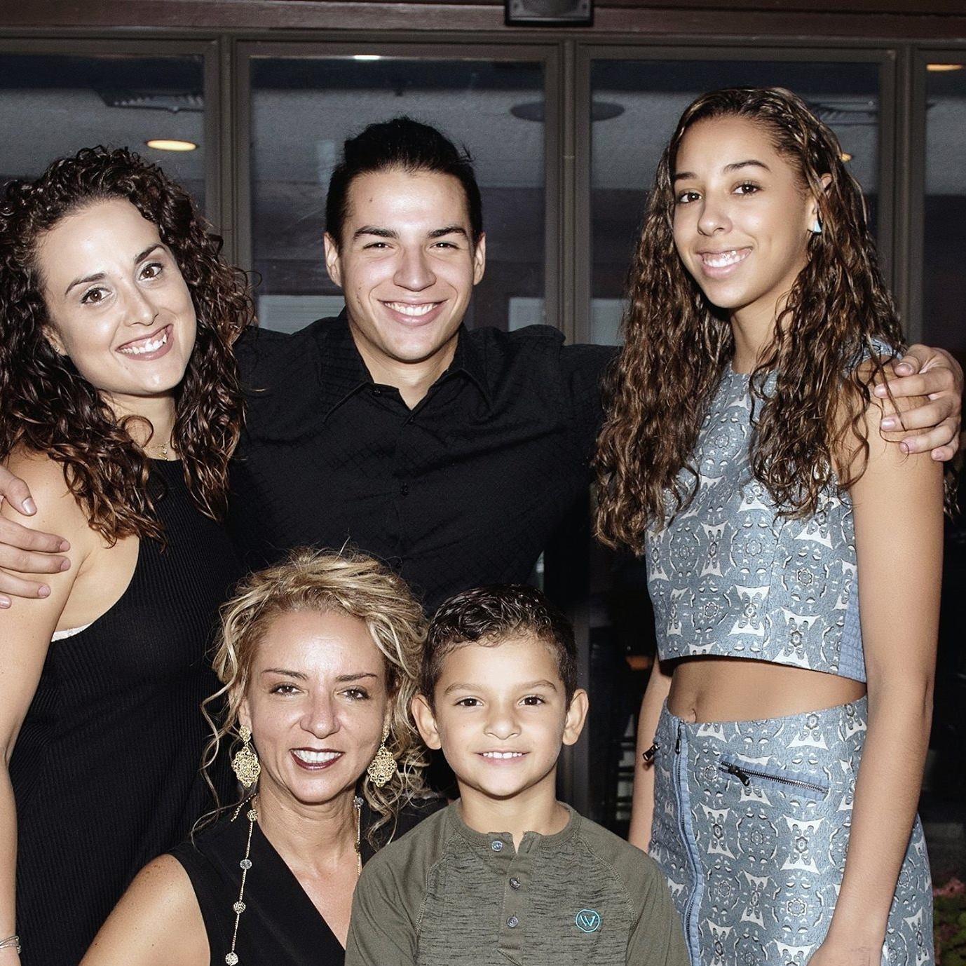 María Ángela con su familia en Nueva York, EE.UU.