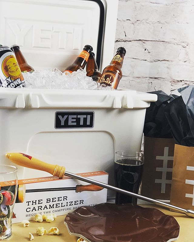 SUPER BOWL SUNDAY🏈🍻 Can't wait to watch a great game, half time show with my friends, craft beer and endless food!  Who do you think will win tonight? Patriots or Rams?  #superbowl #beer #craftbeer #yeti #football #sundayfootball #pearlstreetbrewery #summitbeer #lazymonksbeer #3sheepsbrewing