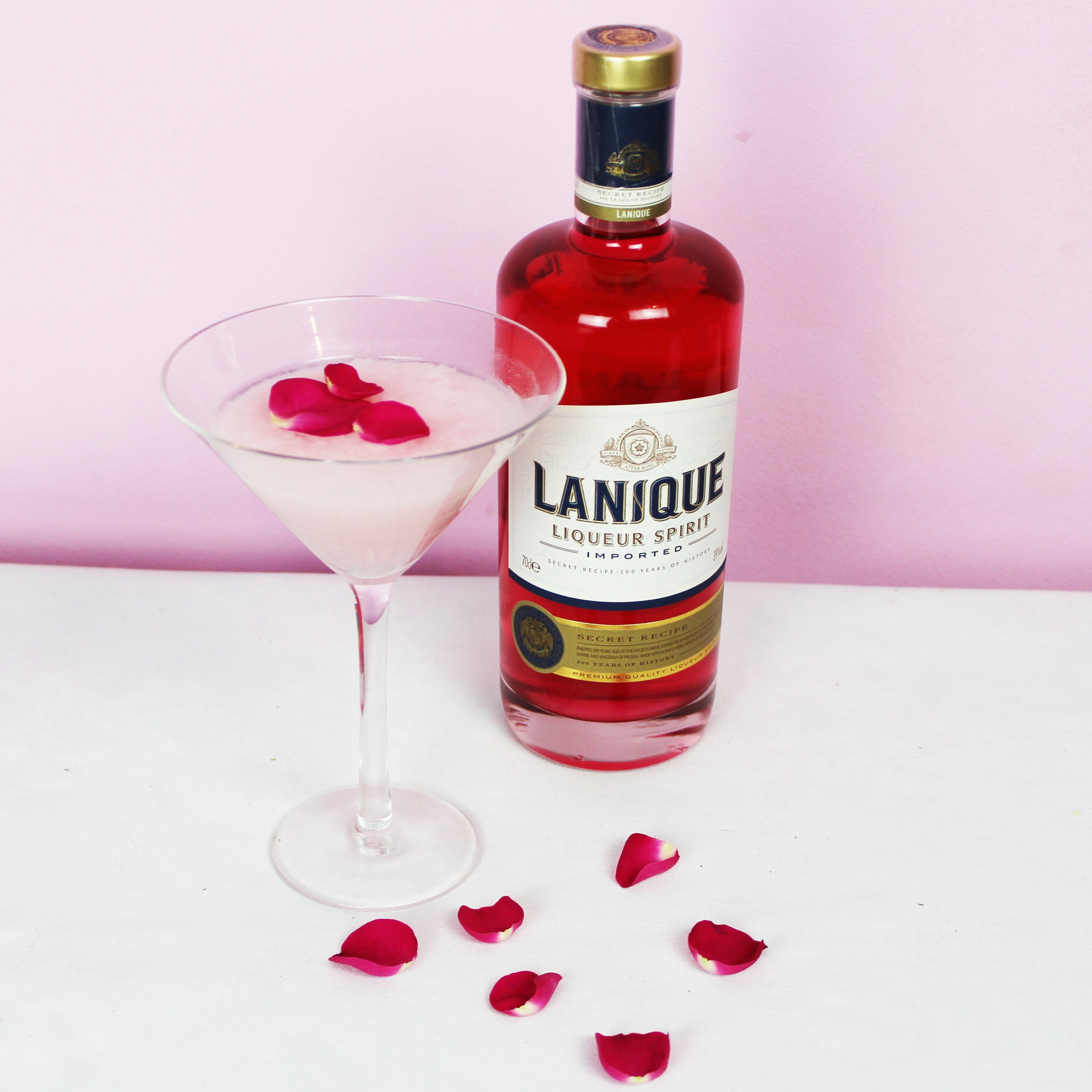 Guests indulged in Luxury Lanique cocktails before delving into the Lulu Guinness Kissing Booth, which was exclusively designed for the Broken Hearts & Promises event curated by Meredith O'Shaughnessy.