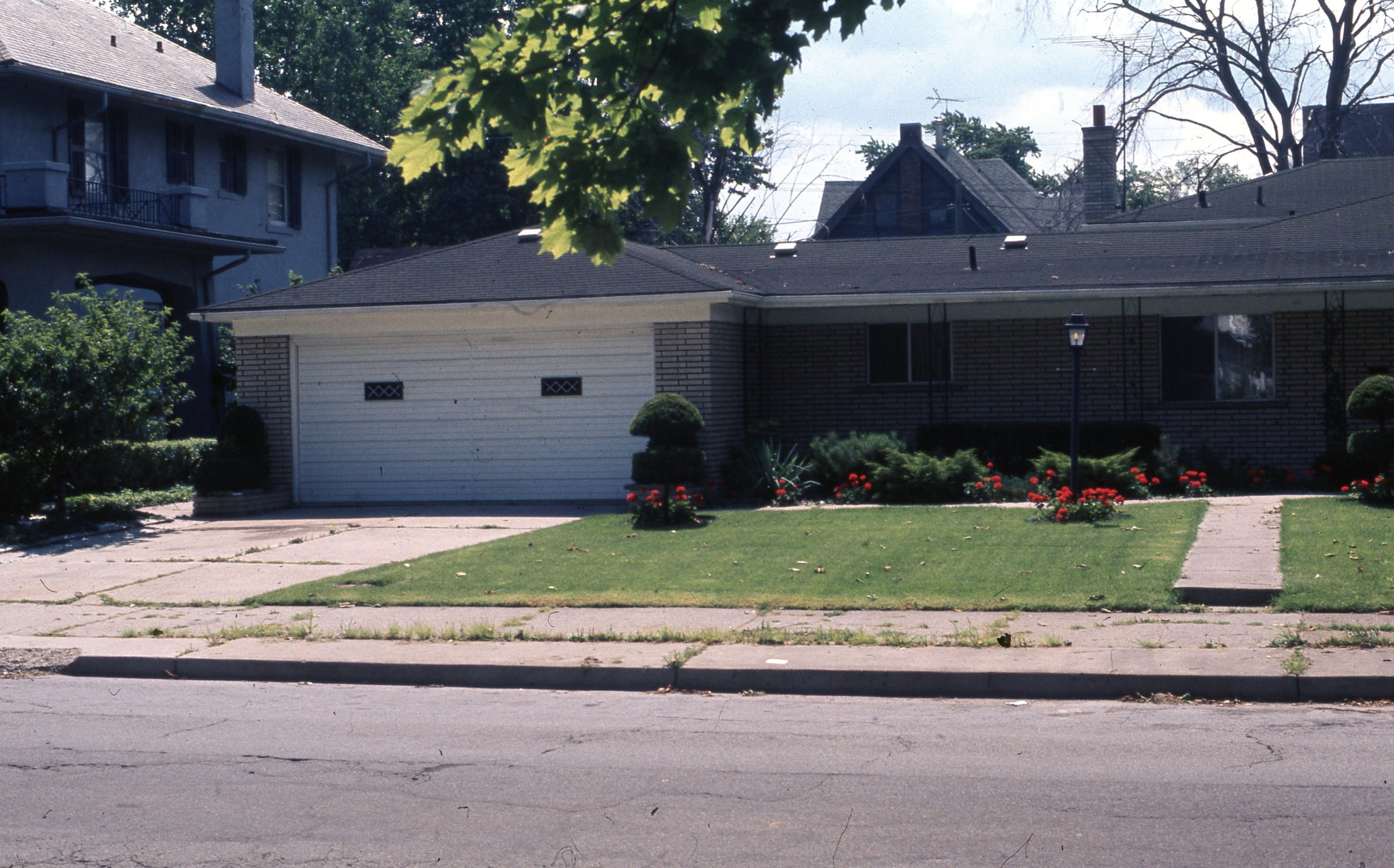 77 W. Chicago (garage) 1974.jpg