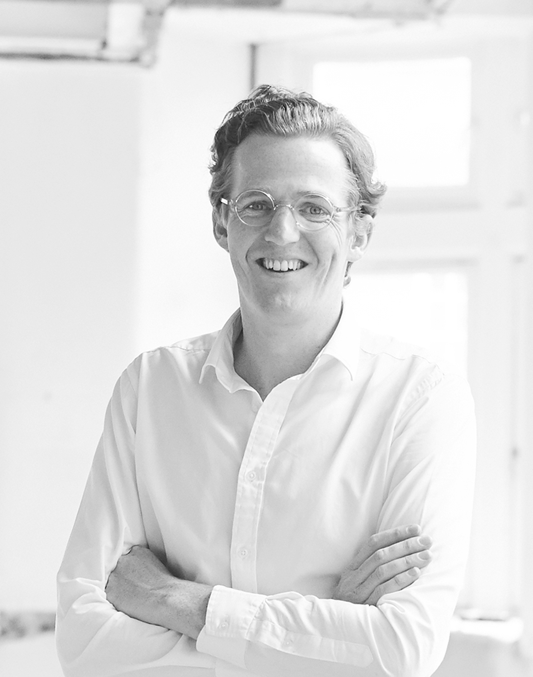 Samuel Lawson Johnston - Samuel is focused on investment strategy, management and creative direction at Kinrise. He is also a trustee of charity:water and Hackney.Church, and co-founded eyewear brand Finlay London. Samuel has worked in UK commercial real estate for 14 years, with former roles as equity partner at Cording Real Estate Group, and Investment Director of FORE Partnership.