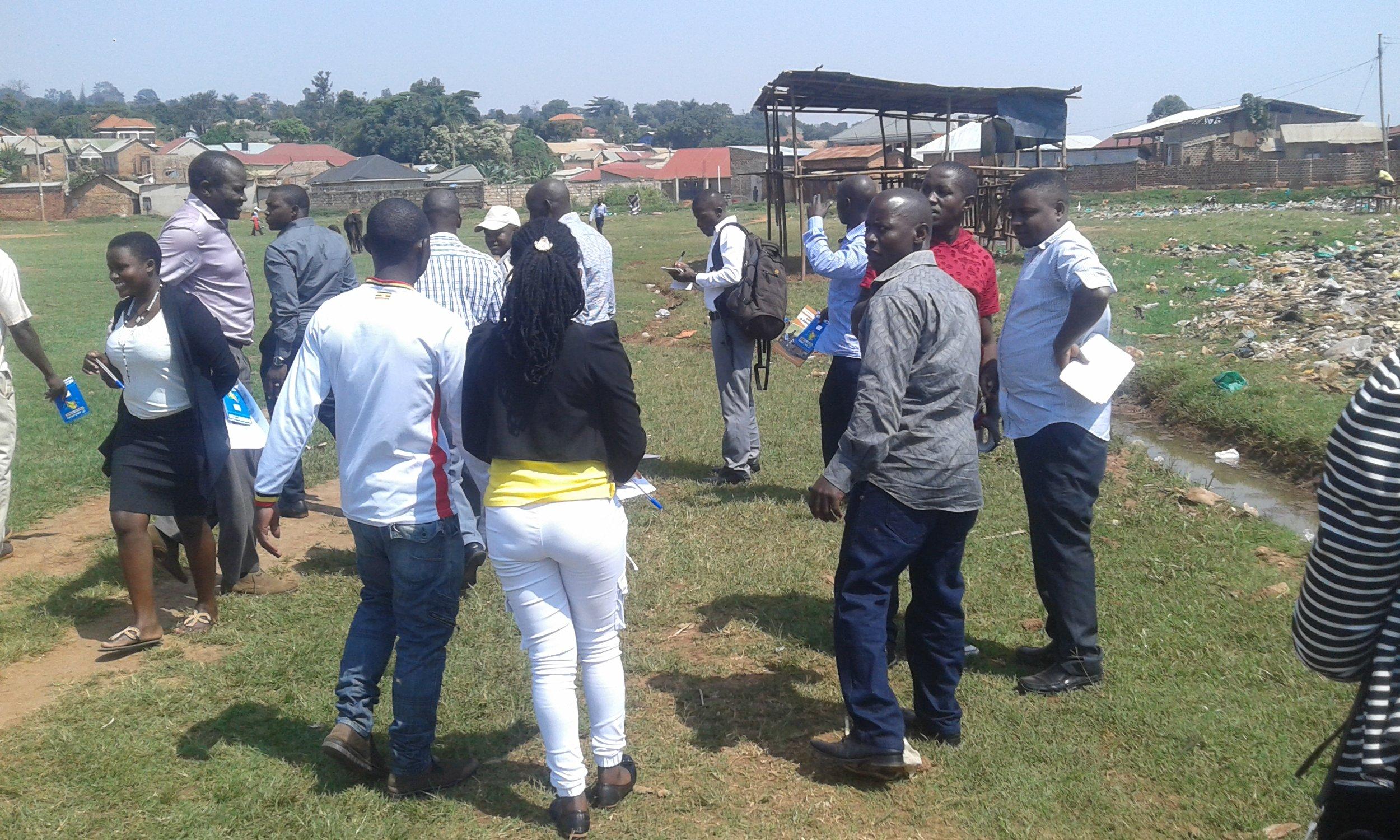 Site walk-through at Namuwongo 8th Street, Kampala, Uganda. Credit: UN-Habitat