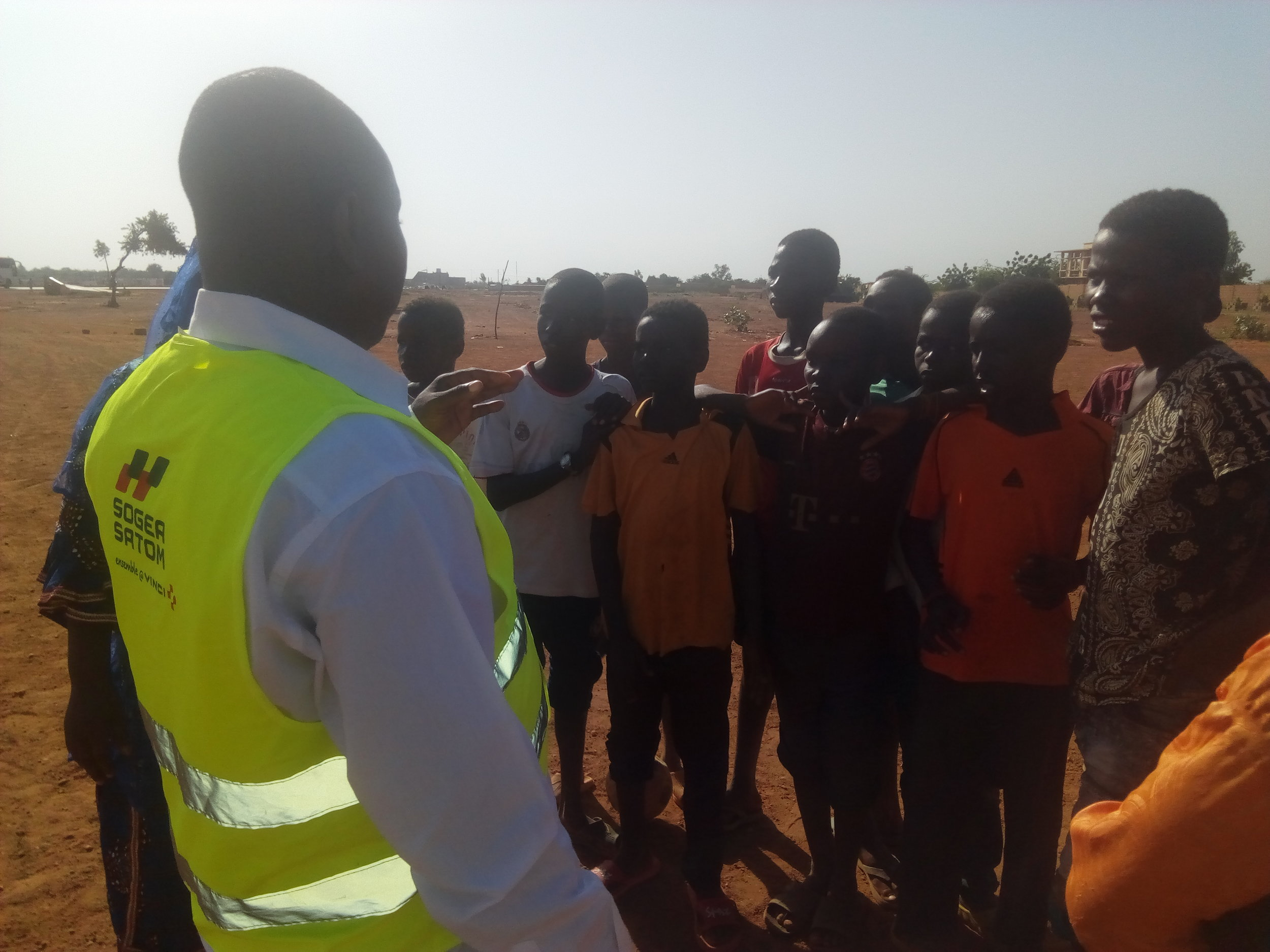 Organizers and local residents discuss opportunities during a site walk-through. Credit: UN-Habitat