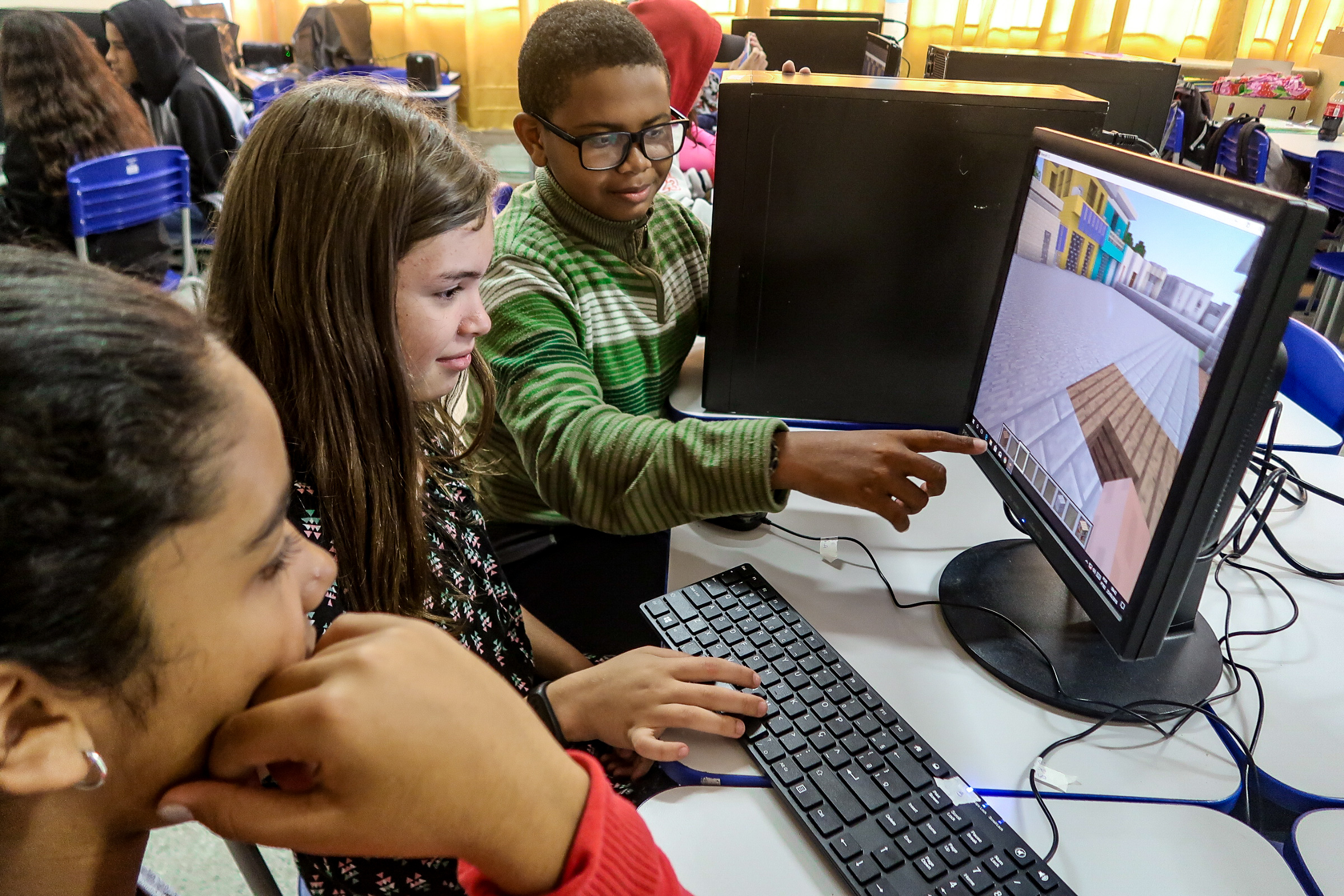 Students worked together to design their ideas in Minecraft. Credit: Cidade Ativa