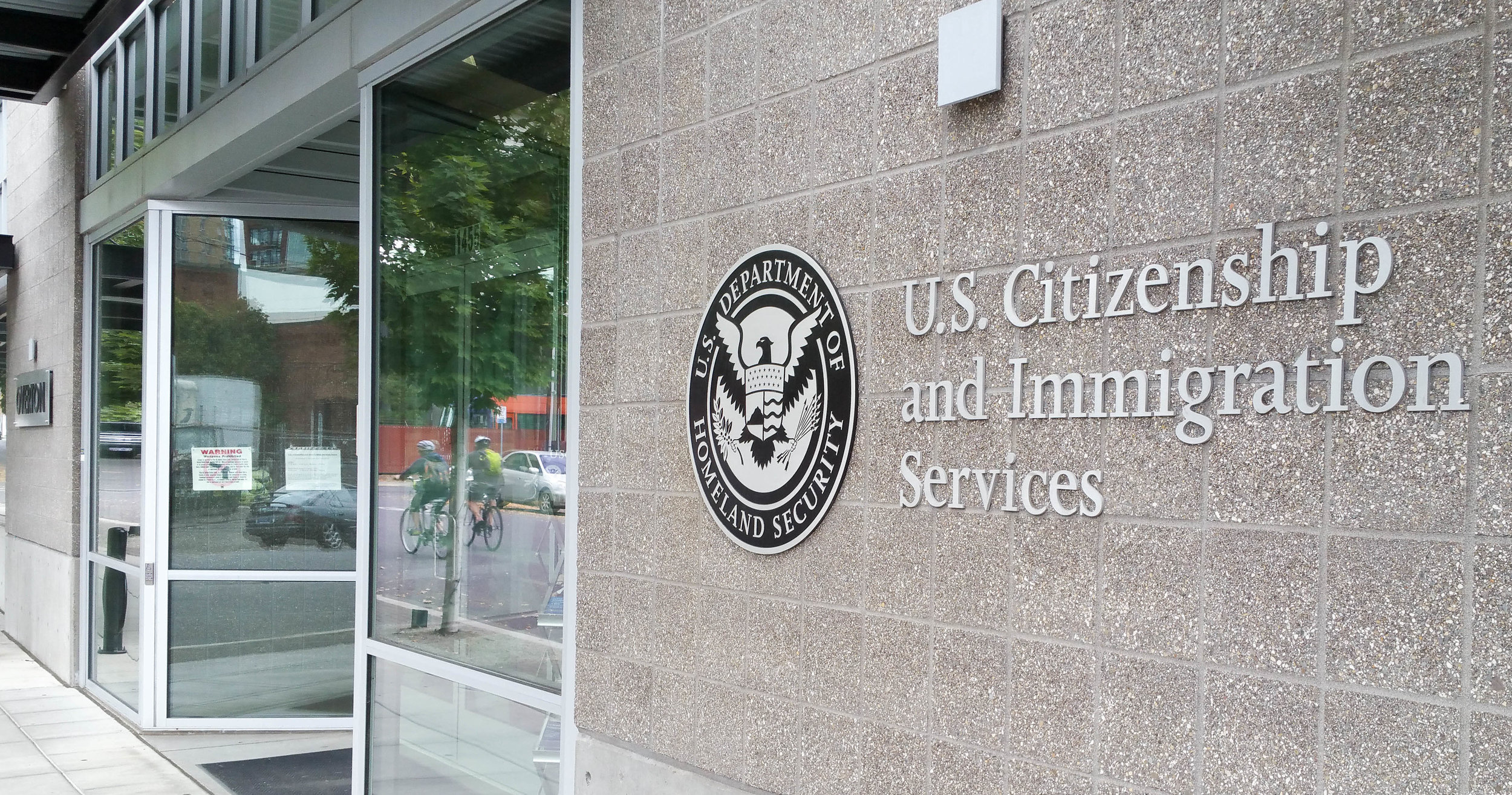 U.S.-Citizenship-and-Immigration-Services-Office-(USCIS)-614127238_5000x2620.jpeg