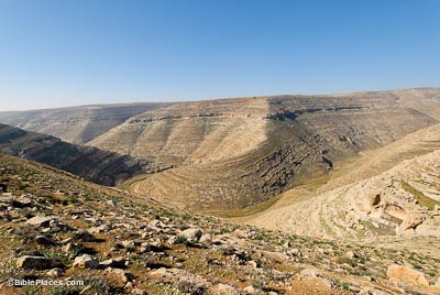 Nahal-Arugot-from-east-tb021107514-bibleplaces.jpg