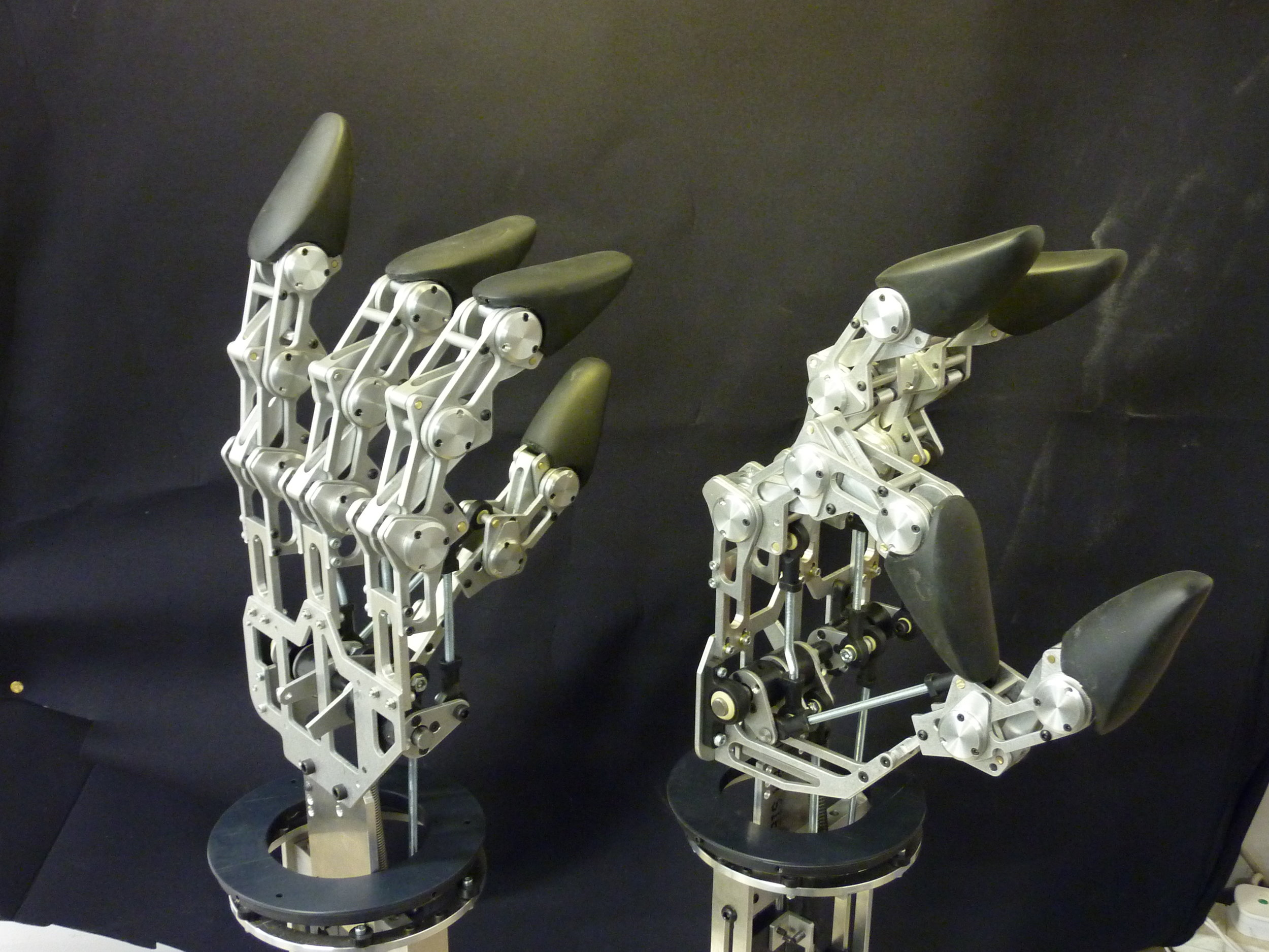 Mission 2110. Animatronic hands