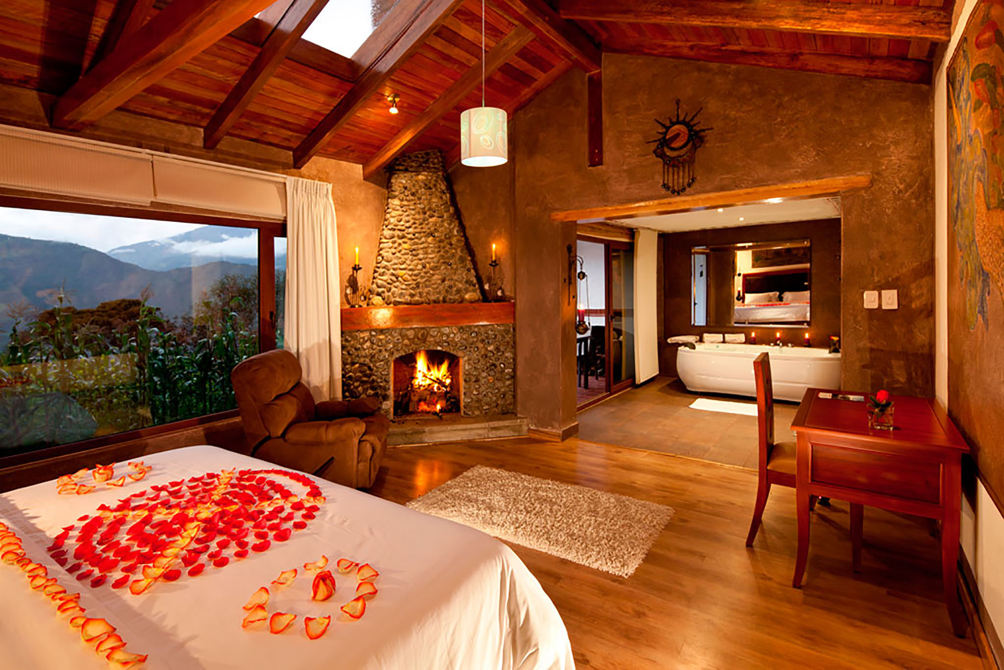 HONEYMOON OR ANNIVERSARY (3d / 2n) - The natural environment, the location, the spectacular views, the 25 adventure activities; the beautiful suites, the best SPA in the region and Luna Volcán facilities are ideal for this special moment.