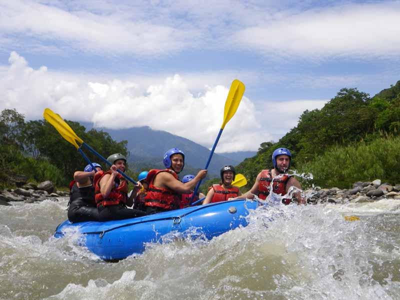 aventura - 25 actividades de aventura: 11 caminatas, rafting, canyoning, canopy, bicicletas, caballos, viajes a través del campo, Amazonía y programas de observación de aves.