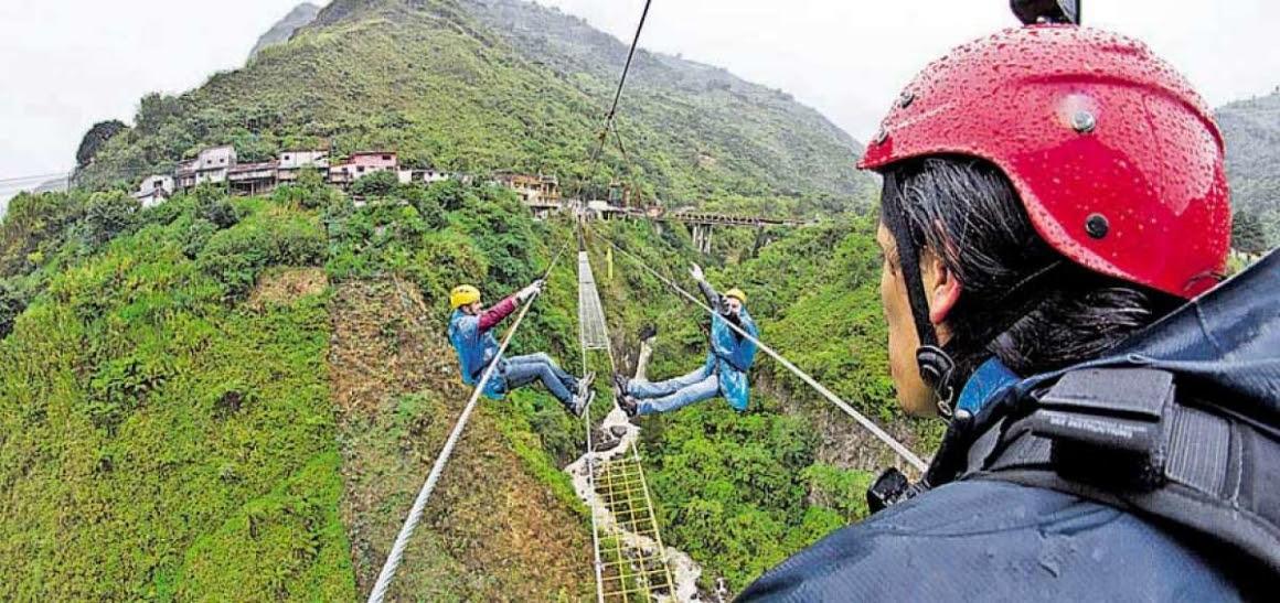 Los deportes extremos, entre ellos el paseo del Puente Tibetano, encabezan la lista de atractivos de Baños. Foto: Roberto Chávez / El Telégrafo