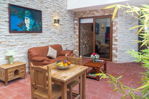 PB+Sala+y+comedor+Casa+del+Balcon+Alojamiento+en+Banos+Ecuador.jpg