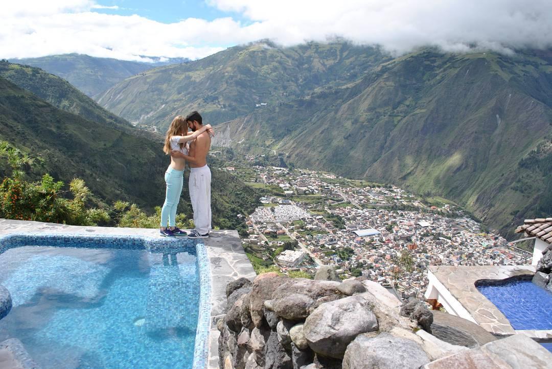 Piscinas y Vista Luna Volcan Hotel en Banos Ecuador.jpeg