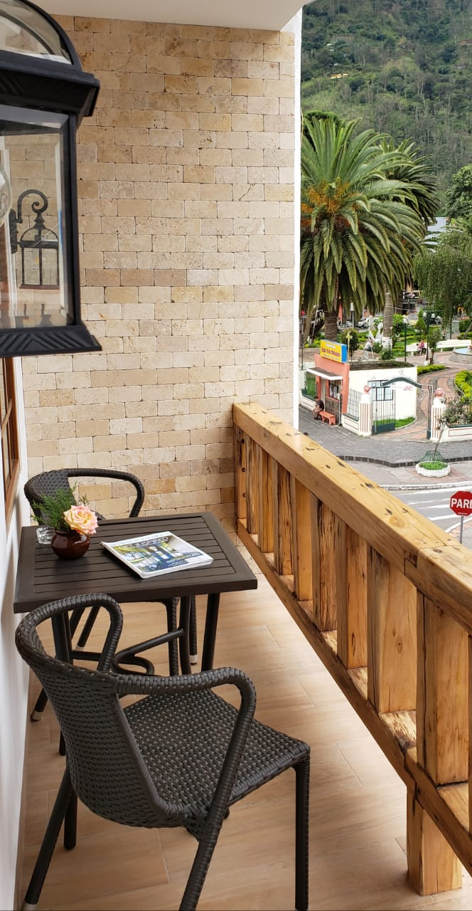 Hab. # 6 - Piso 3   - 1 cama de 2 plazas y media (1,55 x 2m) + TV + balcón + baño privadoSala, comedor y cocina compartidos2 personas: $85