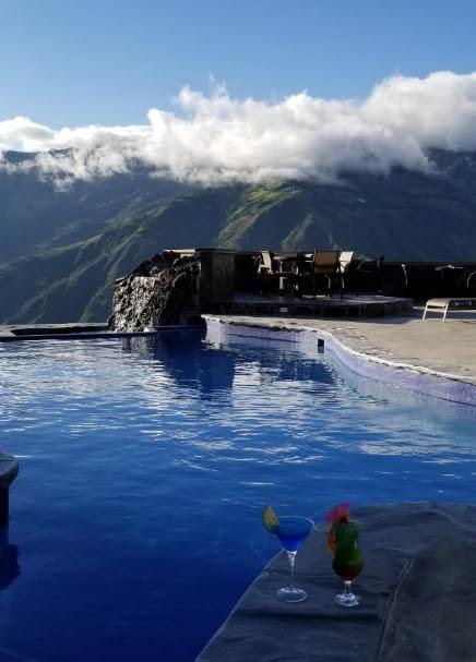 luna bar piscinas.jpg
