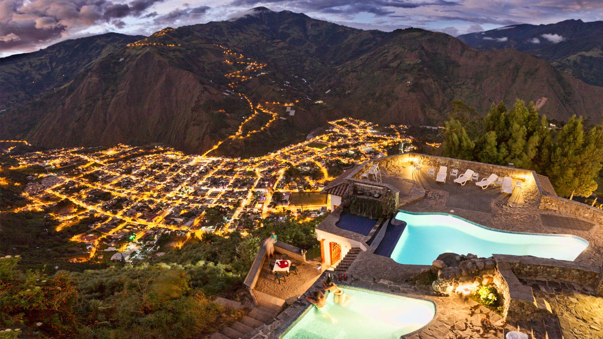 O-Vista-a-Banos-desde-piscinas-de-Luna-Volcan-PISIK.jpg