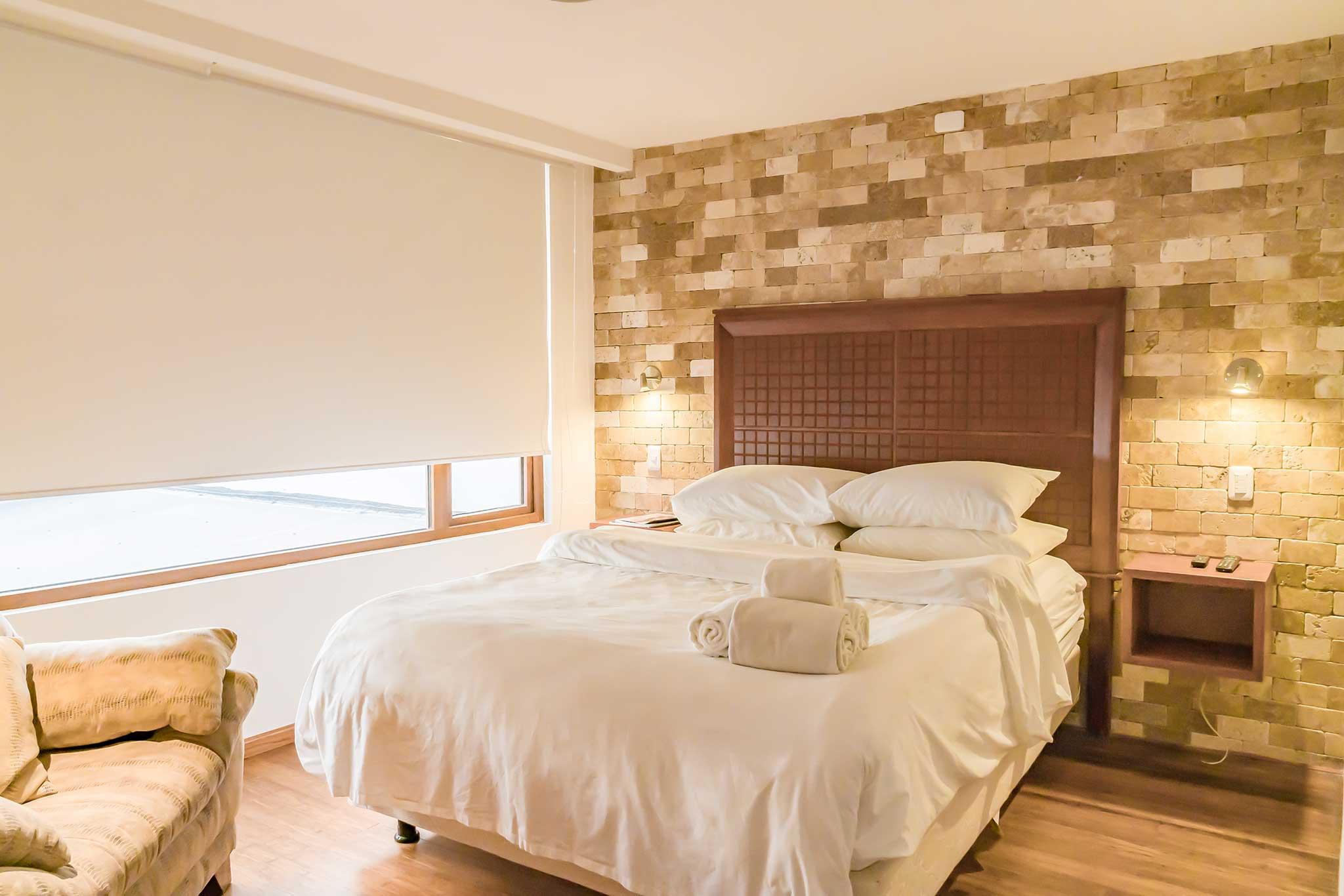Numero 2 - Piso 2 Habitacion con cortinas.jpg