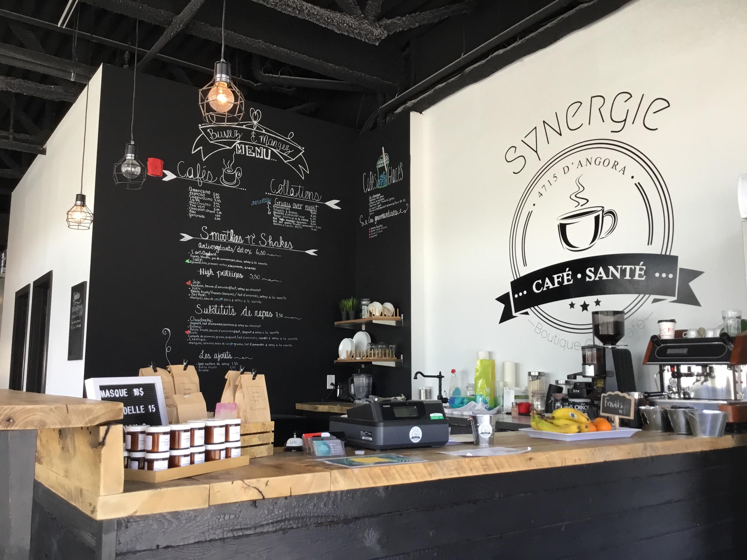CAFÉ SYNERGIE - Un nouveau concept de café   bar à jus à Terrebonne. Venez découvrir nos différents smoothies, cafés glacés, cafés spécialisés, collations santé et repas prêt-à-manger. L'endroit idéal pour une petite pause santé sur la route entre deux clients, une balade de vélo ou de course à pied!P.S:Nous avons le WI-FI pour venir travailler ou étudier!