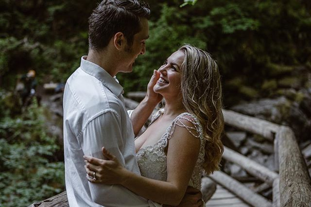 ❤️🎶 You make me smile like the sun, fall outta bed, sing like a bird, dizzy in the head; just the thought of you can drive me wild... Oh you make me smile. 🎶❤️ ' ' ' ' ' ' '#smile #weddingphoto #authenticlovemag #wildheart #adventurewedding #pnwlove #pnwwedding #happybride