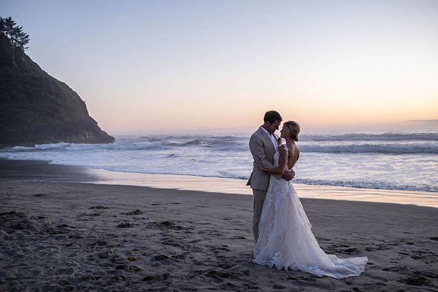 The perfect Oregon beach sunset on their wedding day. #oreginwedding #beachwedding #oregoncoastline