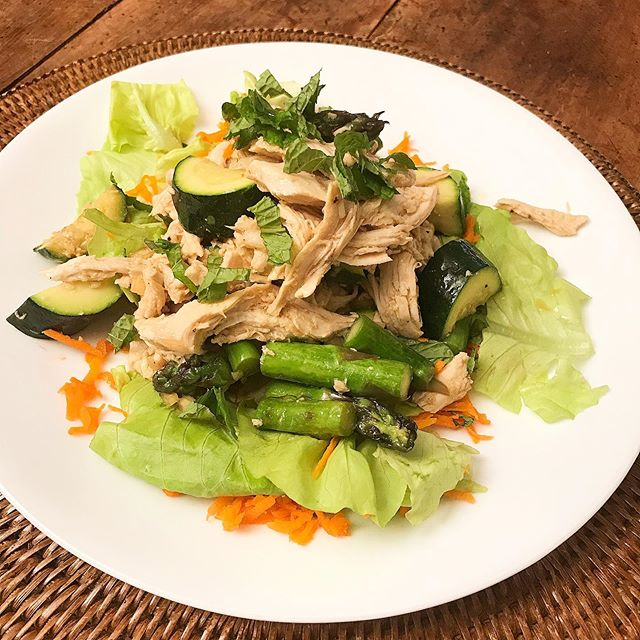 "Was browsing through my cookbooks today 📚 searching for a fresh Summer dish. @gwynethpaltrow never disappoints! The ""Its All Easy"" Poached Asian Chicken Salad was so delish! ➡️ Butterhead lettuce + grated 🥕+ grilled zucchini and asparagus + mint. Shredded chicken breast poached by boiling it (cover by 1 inch) for 10 minutes with 2 smashed cloves of garlic and 1 inch ginger chopped into small pieces. Check out the dressing modifications by checking out the link in my profile ❤️"