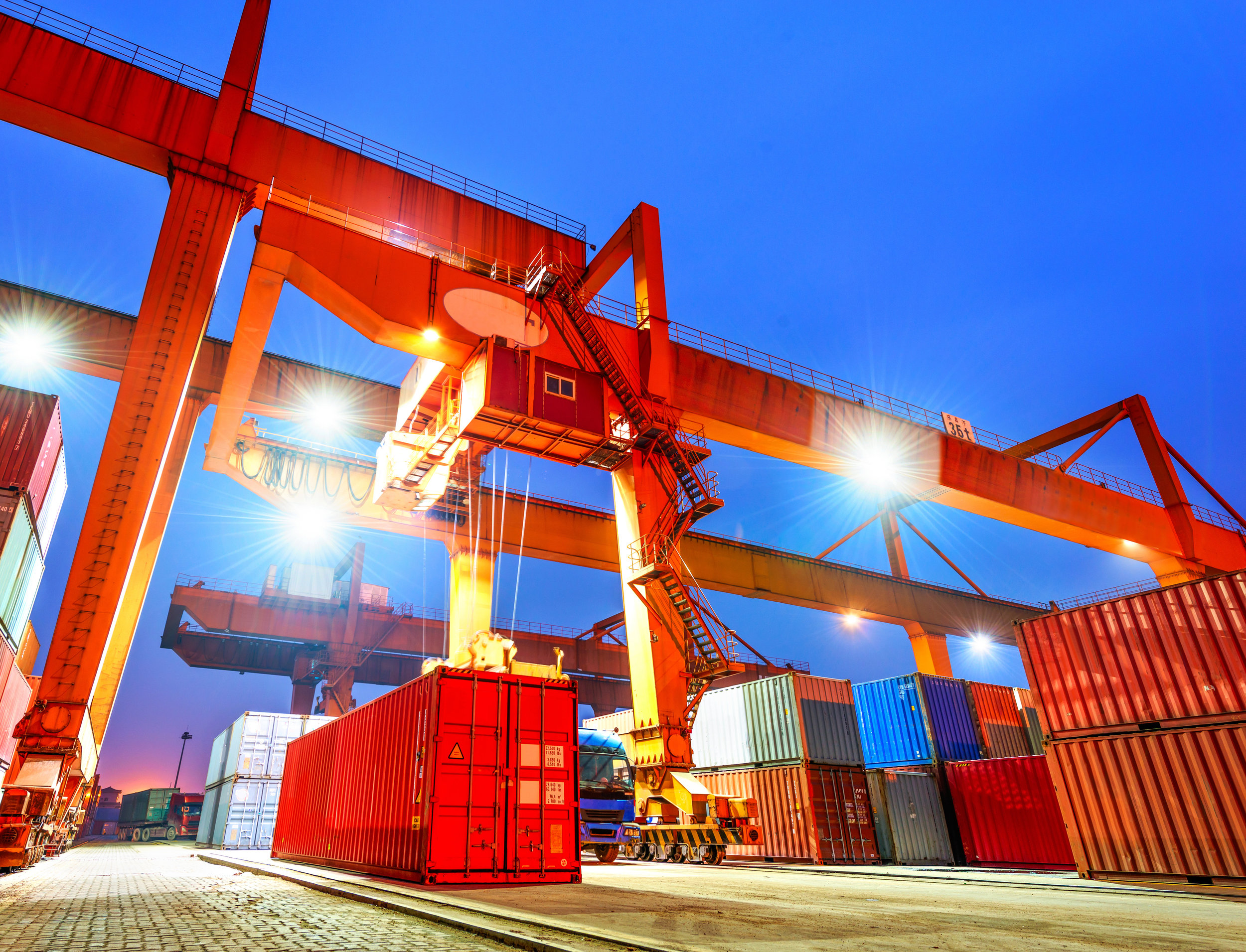 LOADING CONTAINERS iStock-484016631.jpg