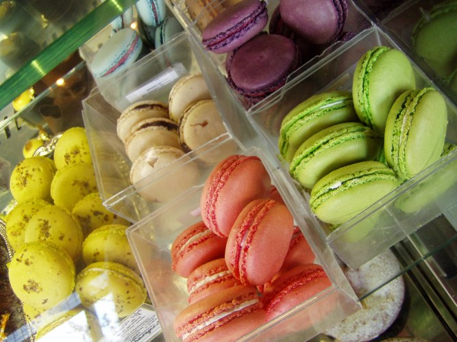 The rainbow AND the pot of gold -- Pix Patisserie macarons