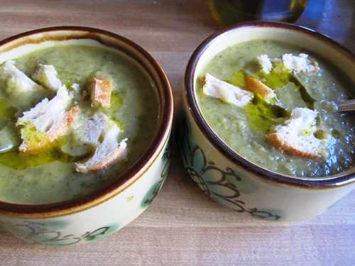 Pureed zuke, potato, cilantro, spinach and lime soup with bread and olive oil.