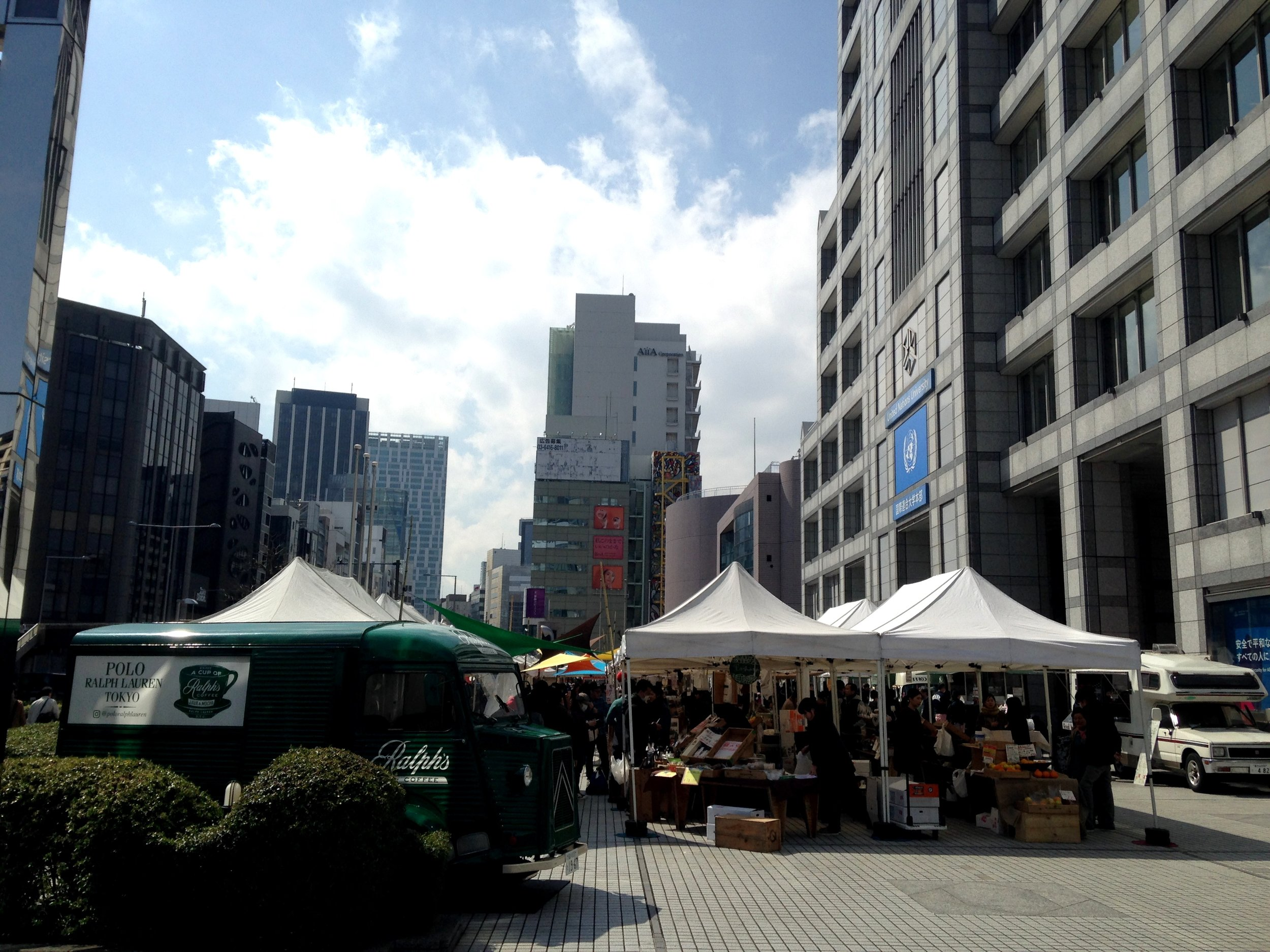 Kurosaki-san's UNU farmers market is such a great market! If I lived in Tokyo I would shop here regularly. We had a chance to walk around a bit before my talk and Jimbo's DJing. I got some really yummy citrus and shoyu.