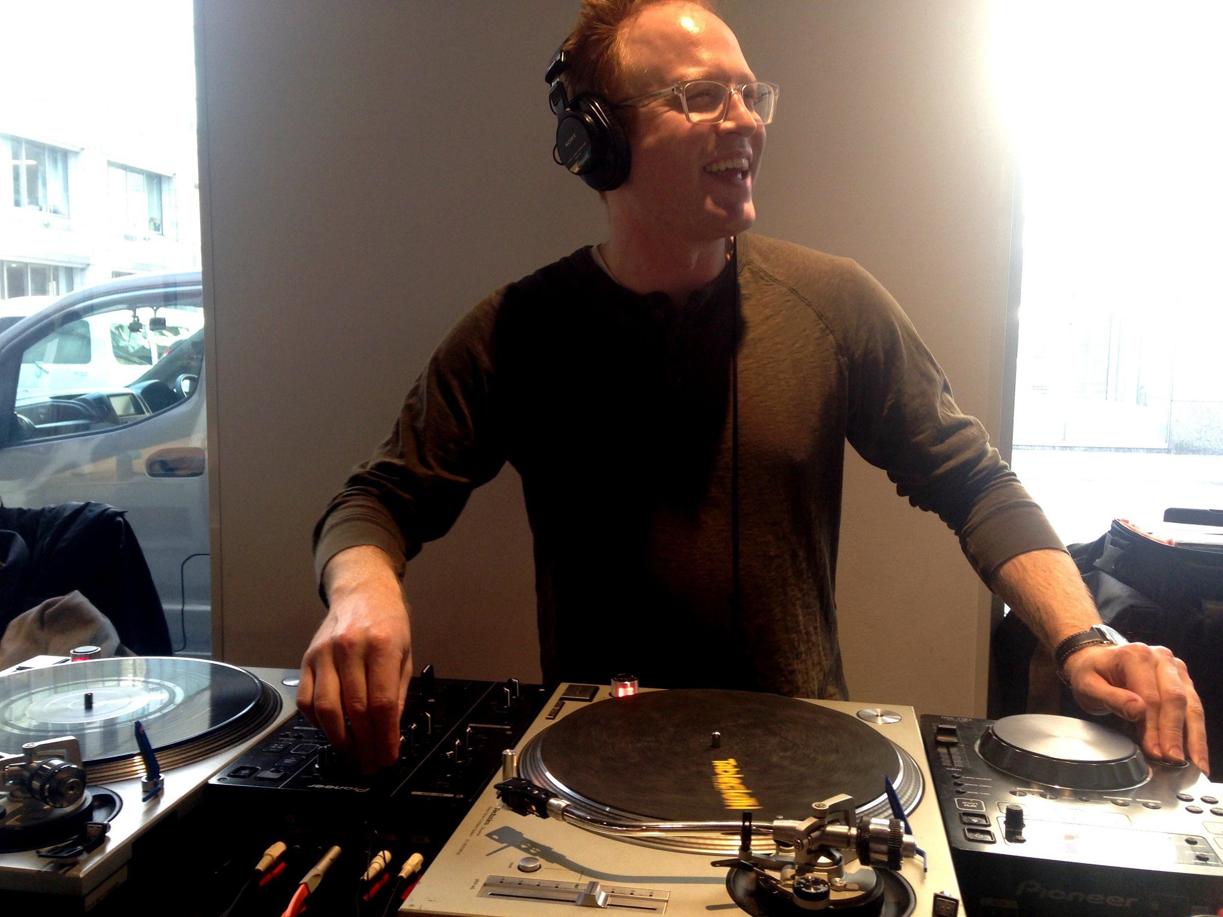 THIS guy is the most fun ;) DJ Jimbo brightening up the room with all sorts of great tunes.
