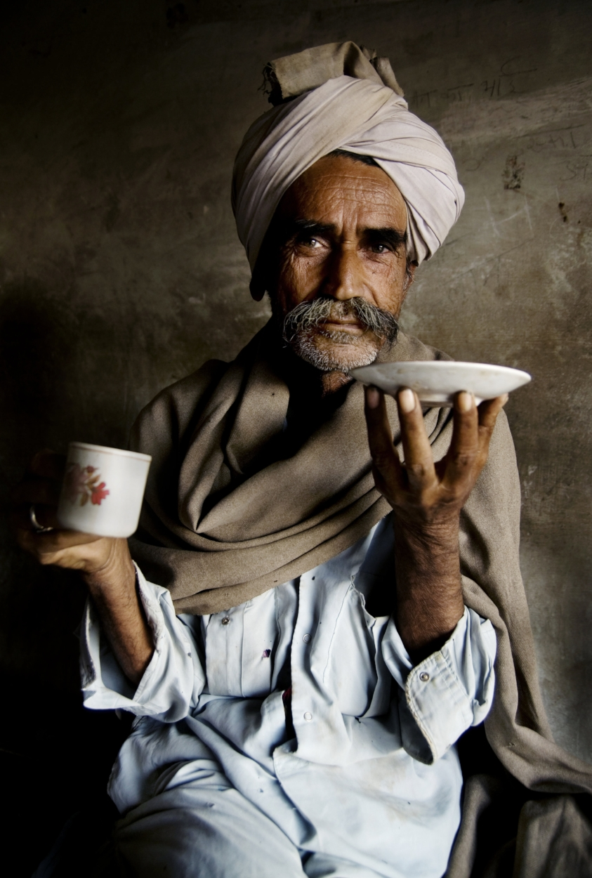 portrait-of-a-rajasthani-indian-man-at-an-early-PEA29LE.jpg
