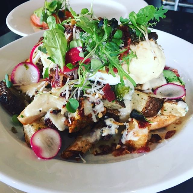 Yesterday's special Benny roasted cauliflower/ cauliflower mornay/ crispy bacon and capers/ poached 🍳/padano !!!! #weekendbrunch #ottawabrunch #ottawarestaurants #613ottawa #ottawaeats