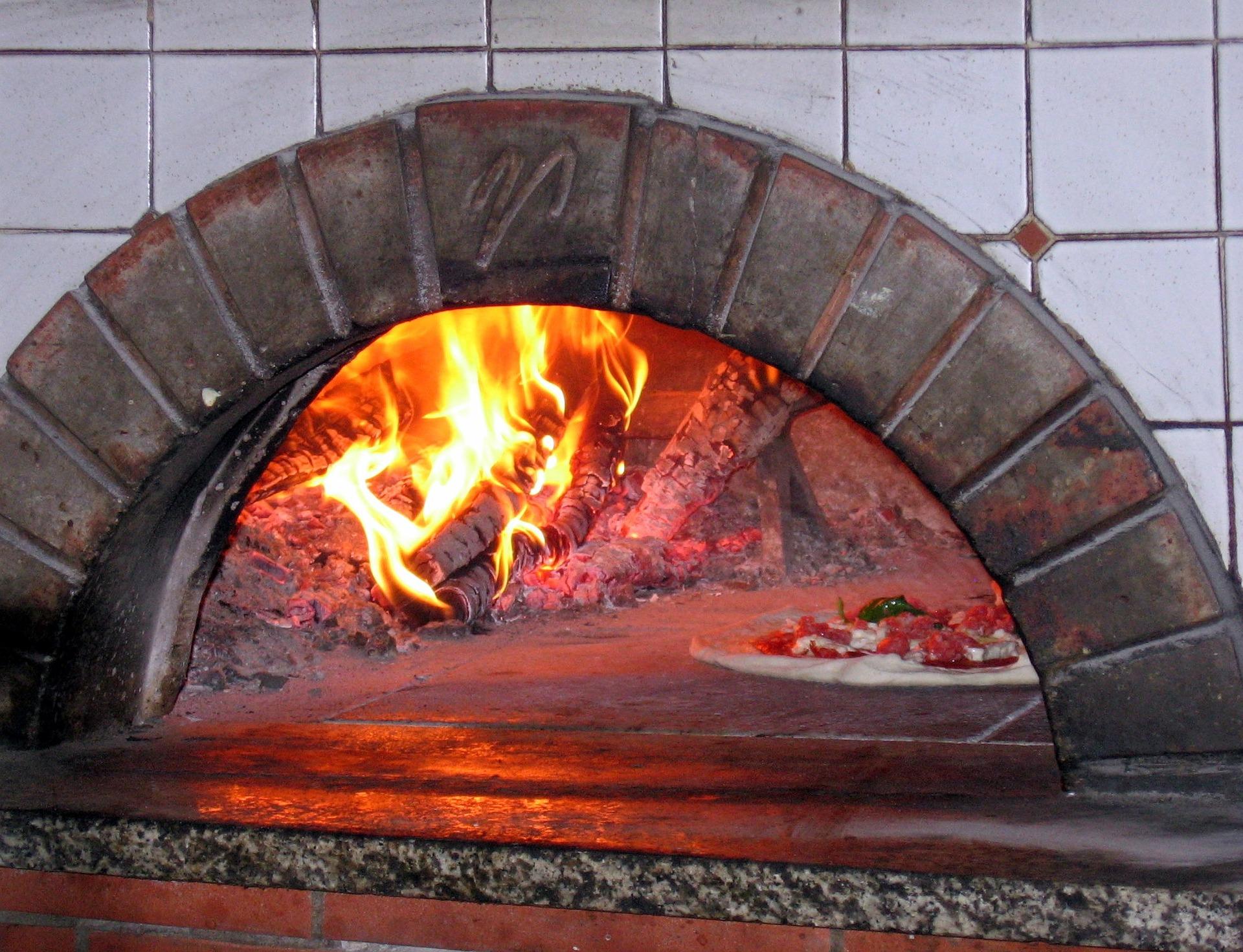 pizza-oven-619140_1920.jpg
