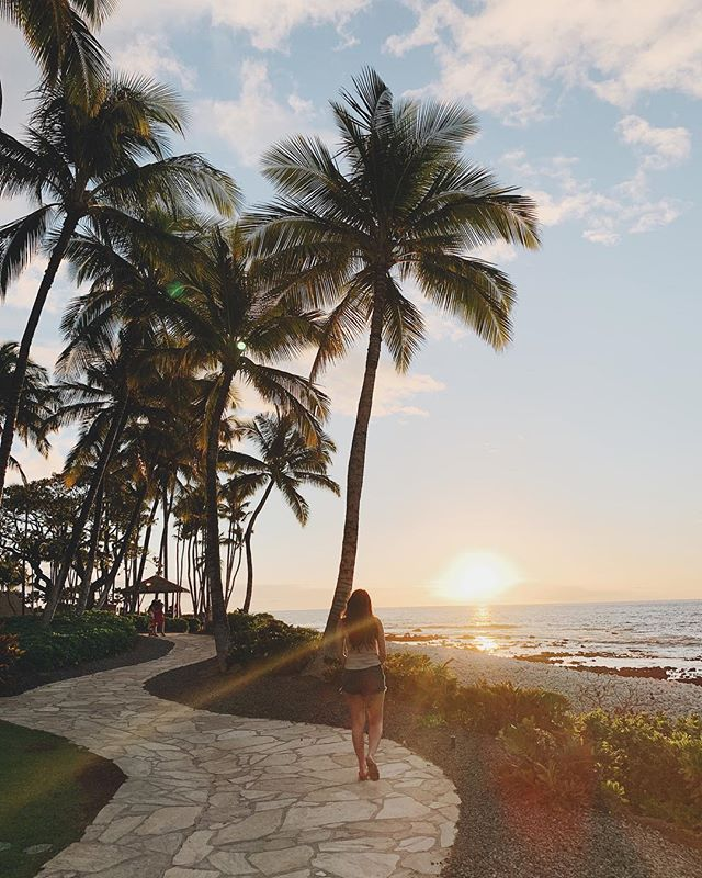 We finally made it to the Kona side of the island, found the sun and watched it set. I don't think I could ever get tired of this view. . Also, loving @hiltonwaikoloavillage. It's incredible. There's a tram and a tiny ferry boat that takes you around the resort. So fun! . #waikoloavillage #waikoloa #waikoloabeach #waikoloahilton #hawaiistagram #travelhawaii #kona #konahawaii #thatsdarling #neverstopexploring #welivetoexplore #exploretocreate #islandgirl #islandlife #travelblogger #beachesnresorts #paradise #paradiseisland #bestvacations #bestplacestogo #thebigisland #exploreeverything #luxurytravel #luxurytravelblogger #hilton @hiltonhotels