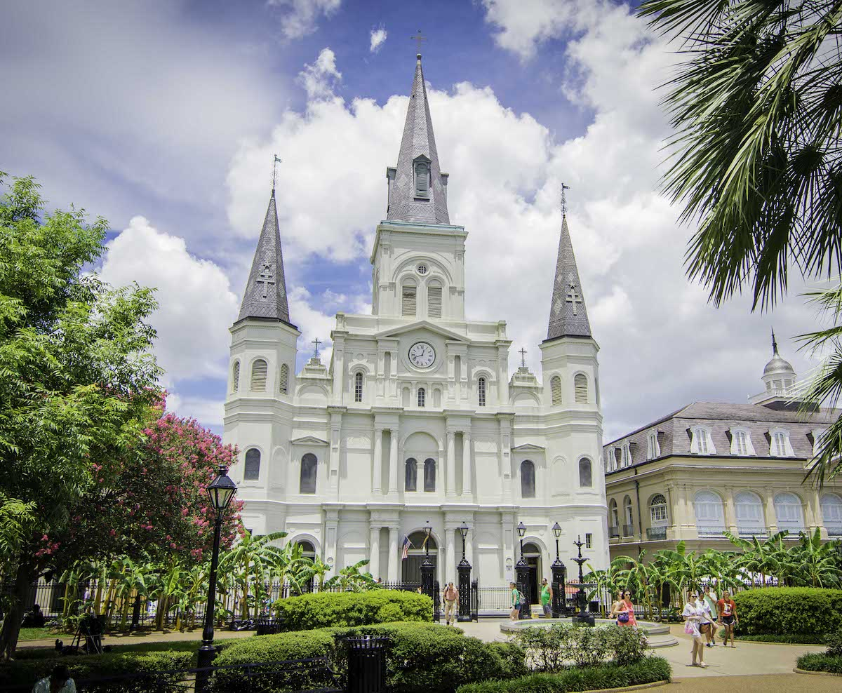 St. Louis Cathedral - Open daily from 8:30 am - 4:00 pm with Daily Mass being at 12:05pm. Self-guided brochures are available in the entrance for a $1.00 donation. Visitors can get an impromptu tour from our volunteer docents when available.