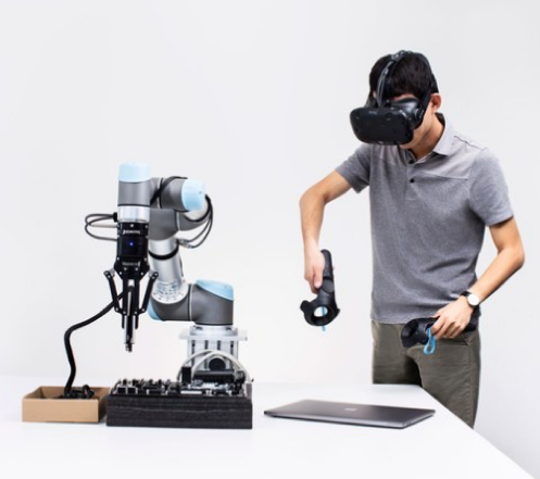 写真は、WIRED  'Want to really teach a robot? Command it with VR'