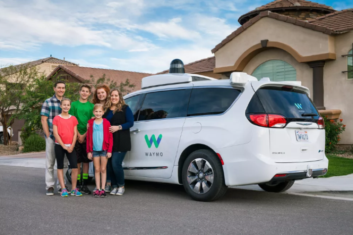 写真は、Road Show by Cnet ' Waymo may start charging for its autonomous-car rides in Phoenix ' より