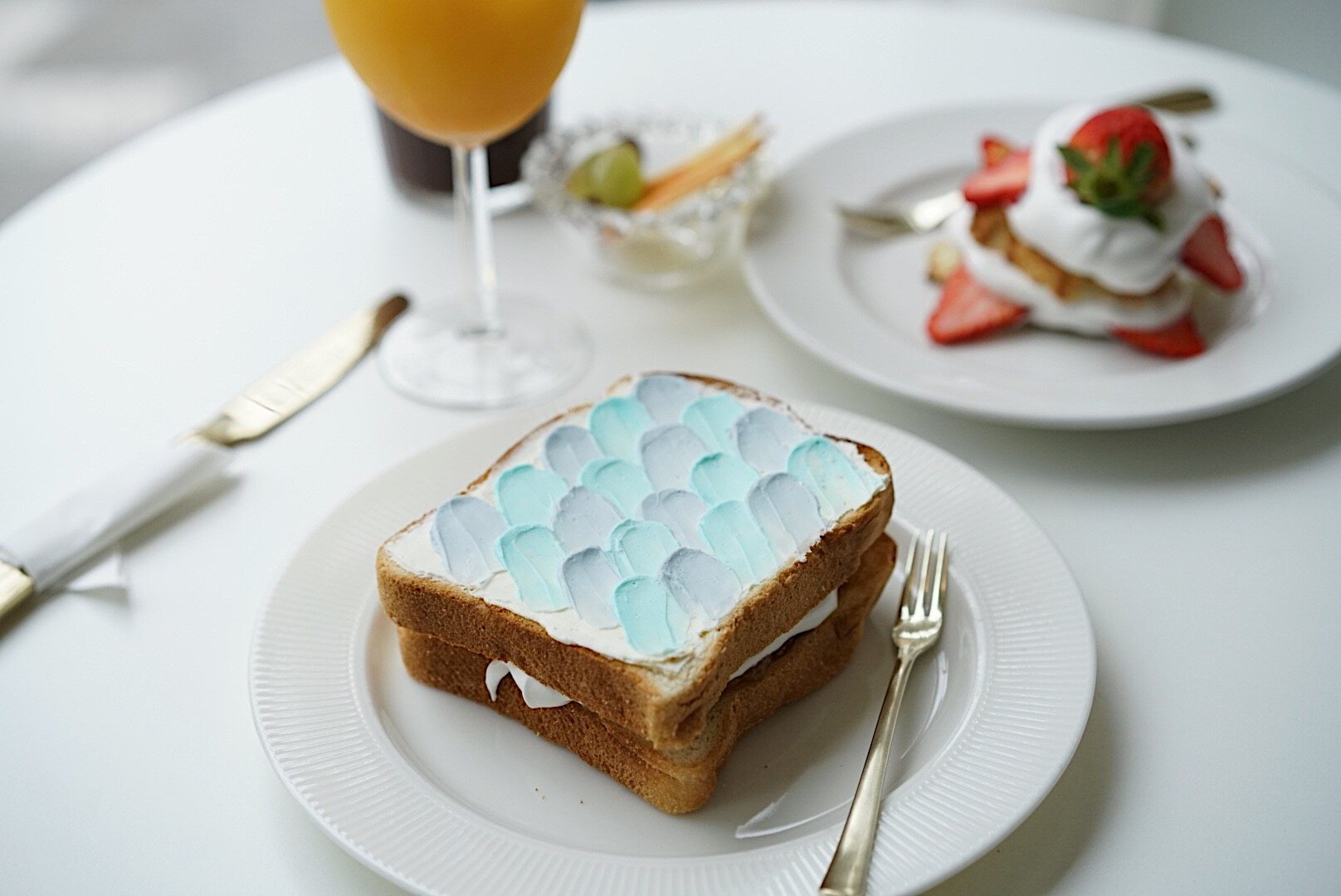 """MND Coffee located in Huam Dong is known for their beautiful 'Mermaid Toast"""" that is filled with a delicious cream cheese & fruit filling."""