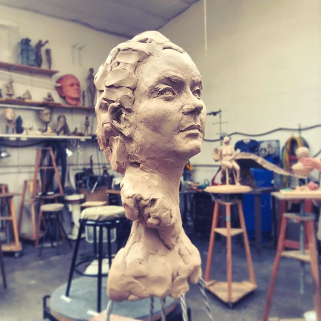 Did you know I moonlight as a muse?! Creativity comes in infinite forms and it's such a treat to sit for a group of talented sculptors this summer.  Everyone from the class is capturing a different aspect of me, my hands, profile, and Troy here captured my bust and it feels pretty accurate (and flattering!!) Stay tuned for more from my stores every Tuesday through July! . . #sculpture #sculpturing #artmodel #artistlife #modellife #muse #kevinchristman #ashlandoregon