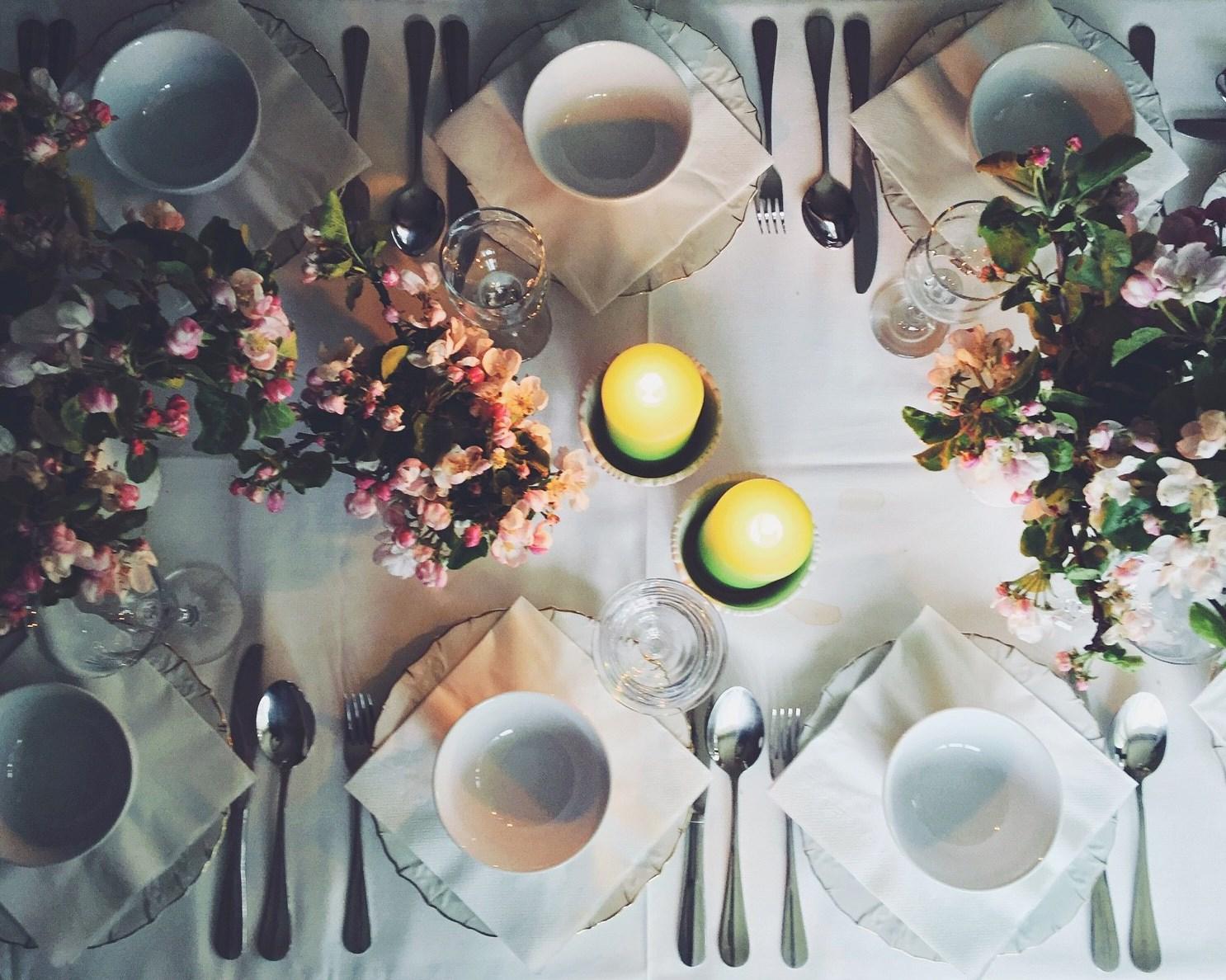 pirms sēžamies pie svētku galda -