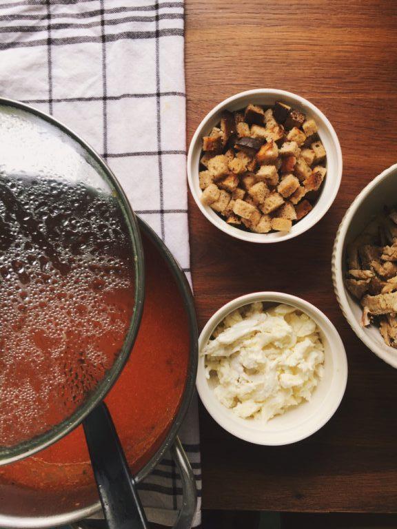 tomātu zupa uz ašo - auksts vakars, tukši punči. ir risinājums - silta, ātra tomātu zupa!